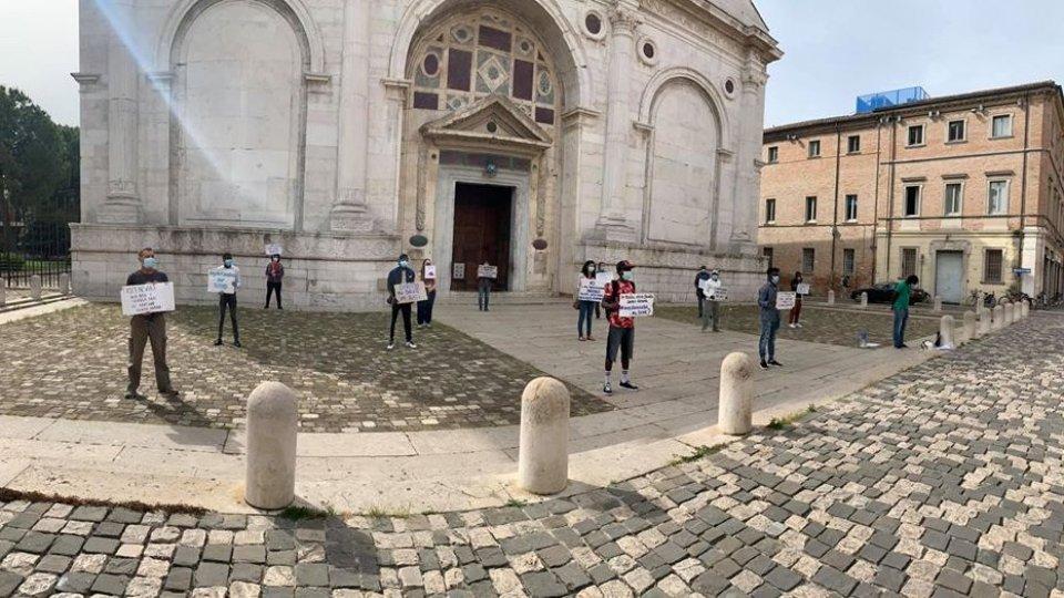 "Casa Madiba: flash mob ""Equal rights and Justice for all"" @Prefettura Rimini"