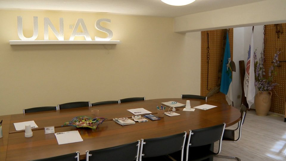 UNAS: Parrucchieri e Centri Estetici con 1 cliente ogni 40 metri o cabine dedicate