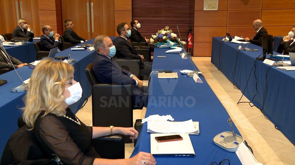 In un'atmosfera surreale la ratifica dei decreti per l'emergenza Covid