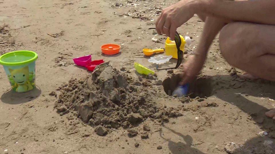 A Rimini spiagge aperte, dopo due mesi di lockdown tanta voglia di mare
