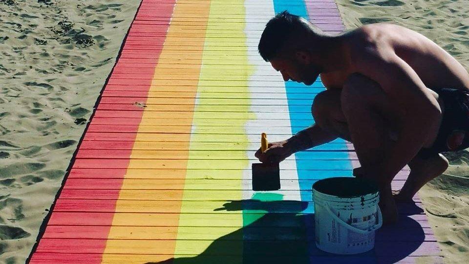 Niente Gay Pride a Rimini ma in spiaggia spunta 'arcobaleno' al bagno 27