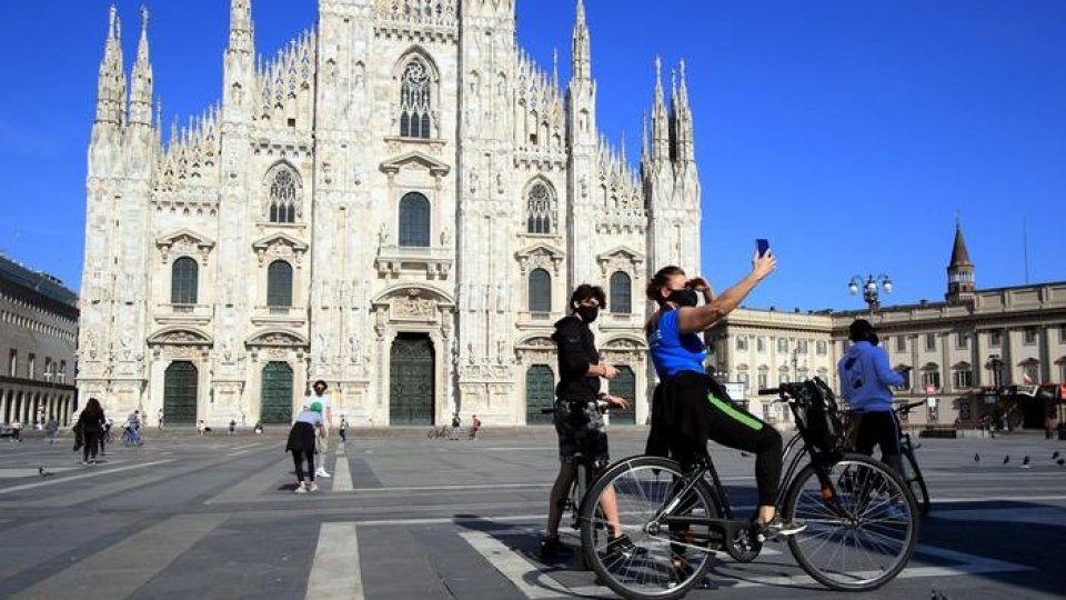 Piazza Duomo, Milano (Ansa)