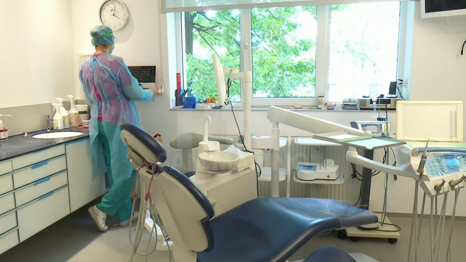 Fallita la catena Dentix: centinaia di pazienti rimasti senza cure odontoiatriche