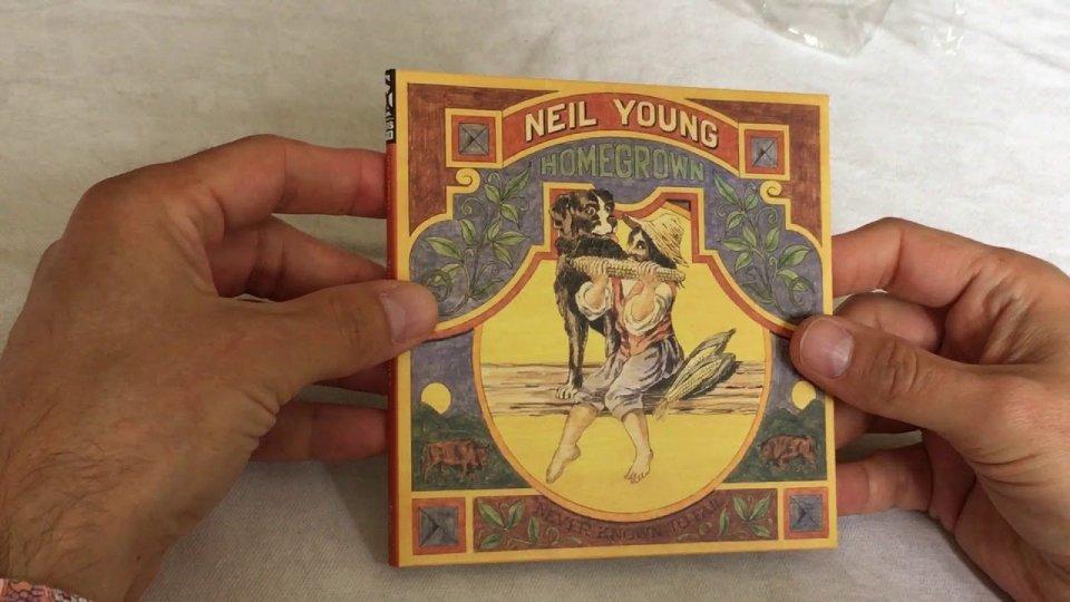 "La storia dietro a ""Homegrown"" di Neil Young"