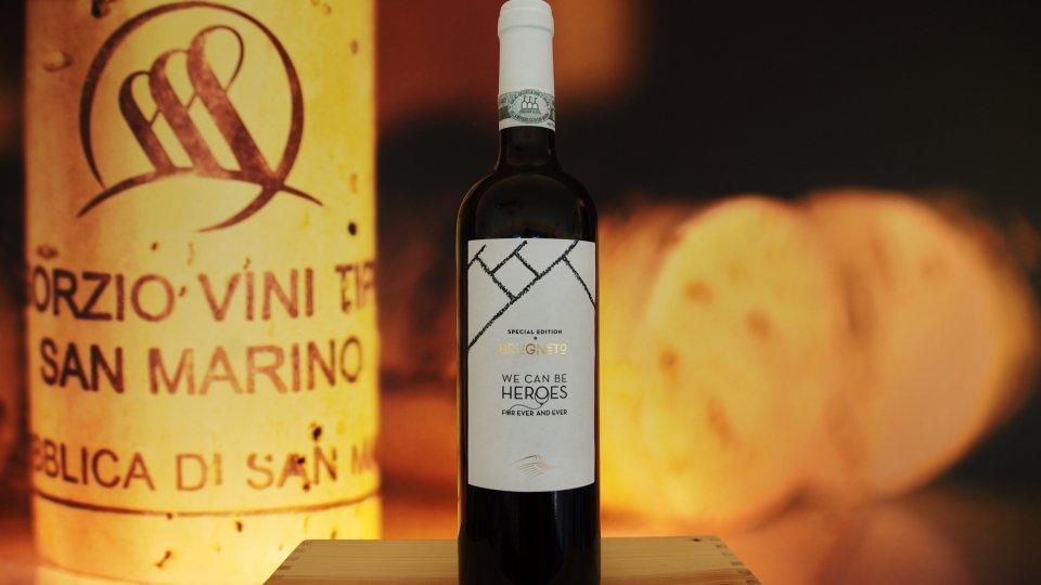 """Etichetta bianco 'camice' e i versi di """"Heroes"""". La Cantina San Marino celebra il personale sanitario"""