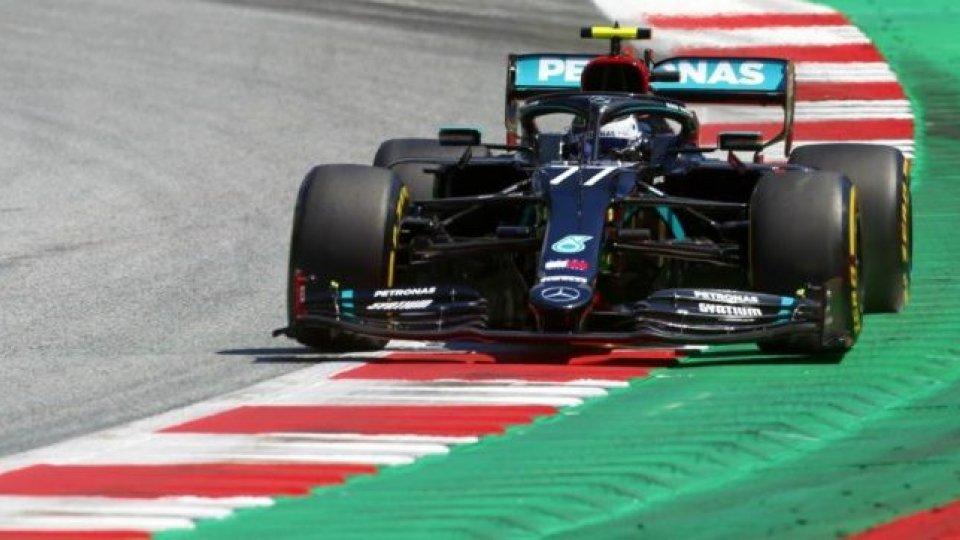 Bottas in pole, Ferrari non pervenuta