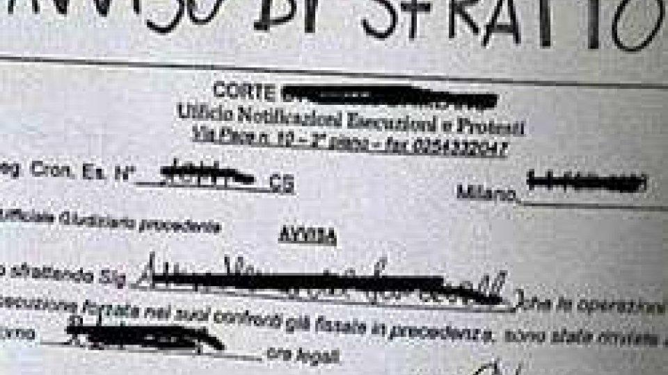 Rimini: 40enne sfrattato si cosparge di benzina, Carabinieri evitano il peggio