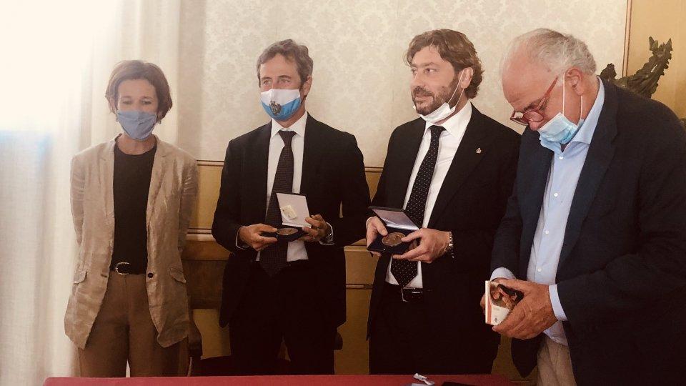 Presentata oggi ad Urbino, alla presenza dei Segretari di Stato Pedini Amati e Belluzzi, la moneta commemorativa per i 500 anni dalla scomparsa di Raffaello