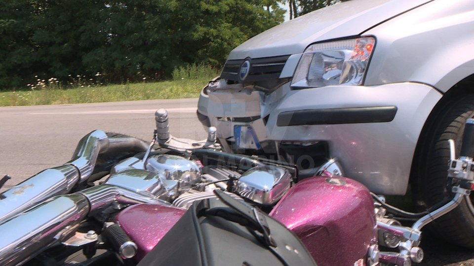 Incidente a Ospedaletto di Coriano: motociclista si scontra con automobile