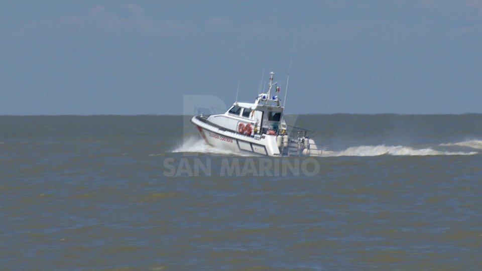 Rimini: Guardia costiera porta in salvo due naufraghi