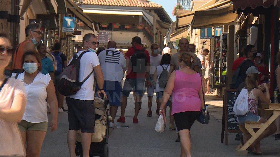 San Marino fa il pieno di turisti sotto Ferragosto, ma per i commercianti la stagione ormai porta i segni del Covid
