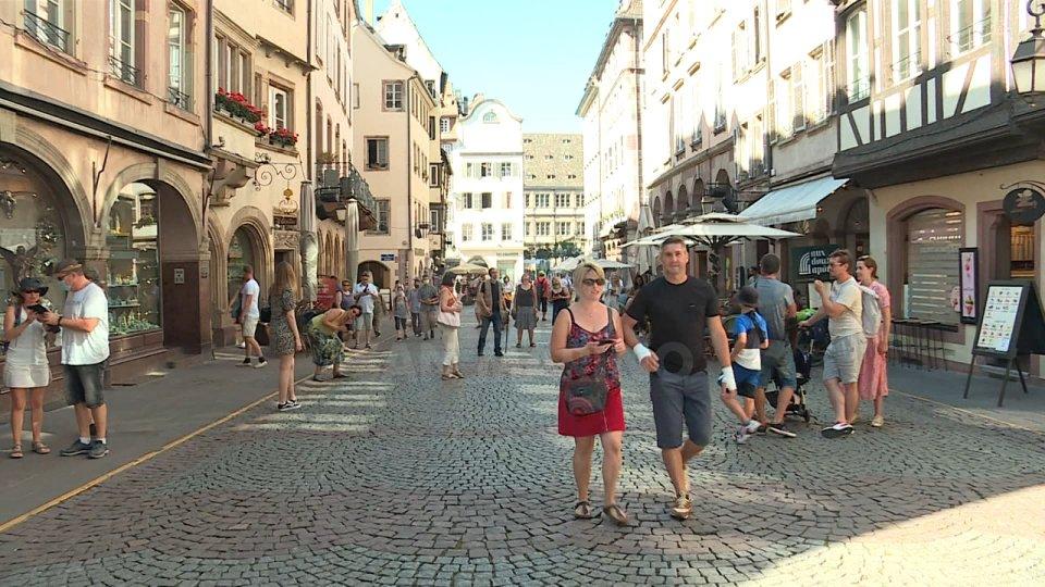 Coronavirus: in Italia dimezzata l'età media dei contagiati. In Europa preoccupano Francia, Spagna e Germania. A Wall Street, invece, S&P segna il suo record storico
