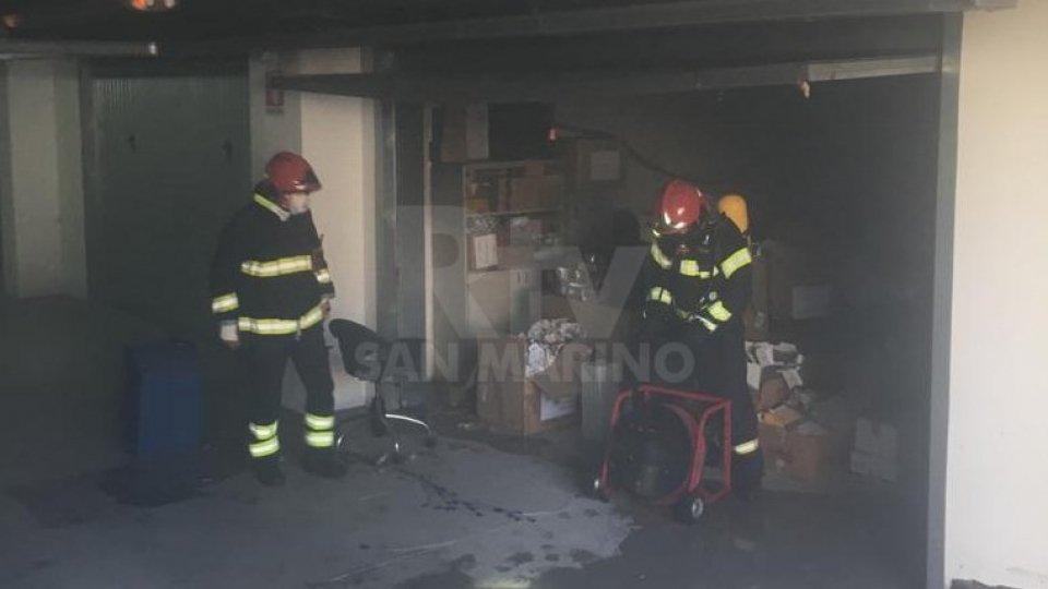 Il garage in cui è scoppiato l'incendio
