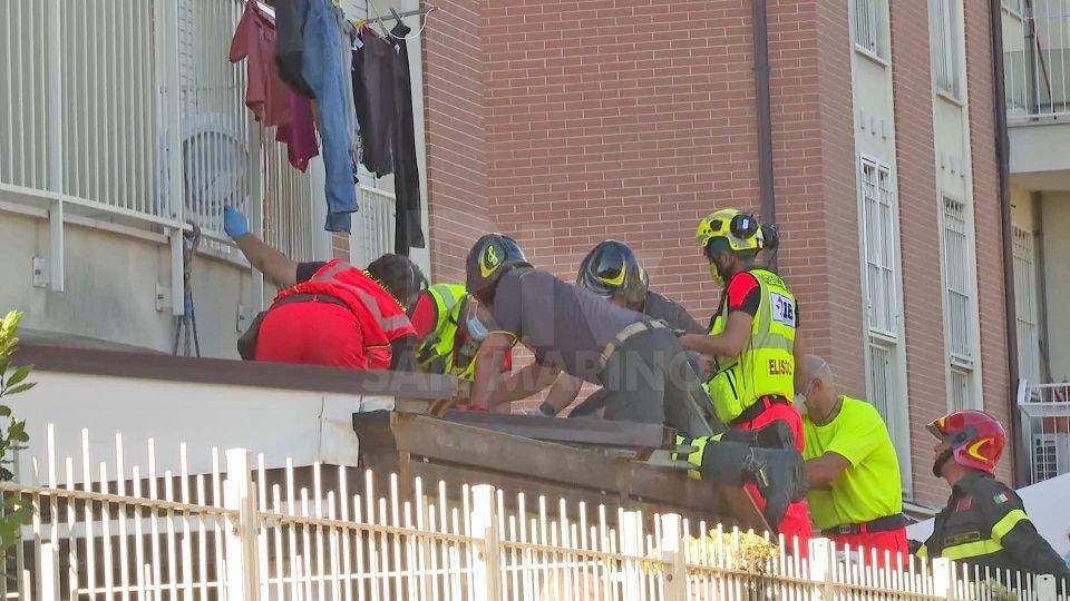 Rimini: tredicenne precipita dal balcone di casa. Trasportato al Bufalini di Cesena
