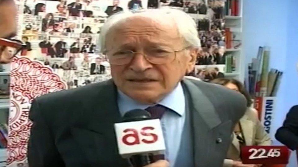 È morto Arrigo Levi, fu direttore de La Stampa e saggista
