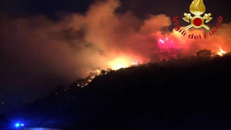 Sardegna: vasto incendio a Budoni, turisti evacuati