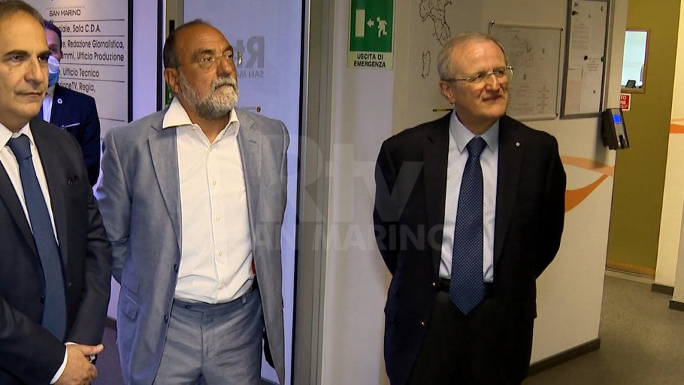 Il Dg Carlo Romeo e l'ambasciatore Guido Cerboni durante la visita a RTV del Sottosegretario Merlo