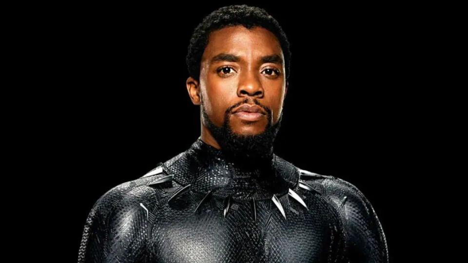 Chadwick Boseman nel film 'Black Panther'