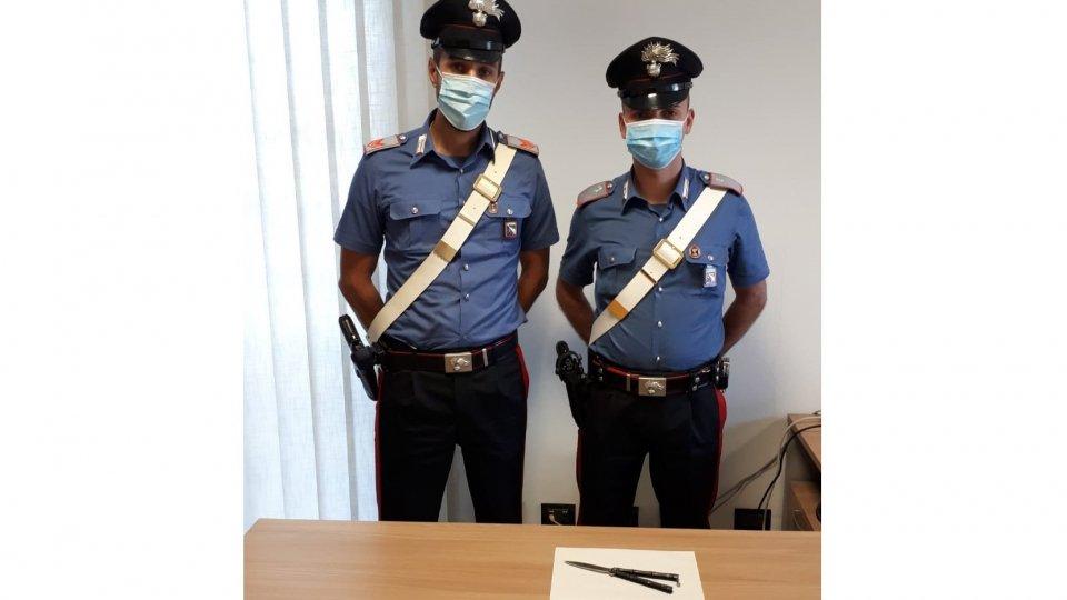 I Carabinieri con l'arma ritrovata