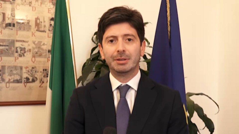 """Ministro Speranza, appello ai giovani: """"Che ci aiutino con il rispetto delle norme sul distanziamento e le protezioni individuali"""""""