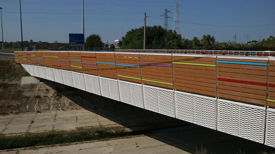 Apre domani alla viabilità cittadina il nuovo ponte sull'Ausa, una nuova porta d'accesso alla città mentre è al via il completamento del terzo e ultimo lotto