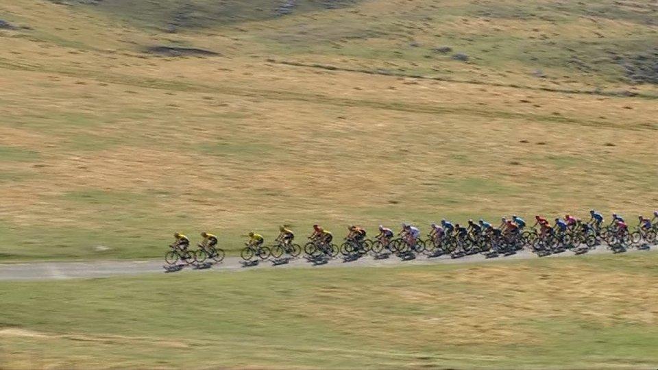 Tour De France 16°: il tedesco Kamna in solitaria vince a Villard de Lans