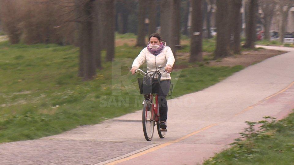 Una ciclista a Rimini