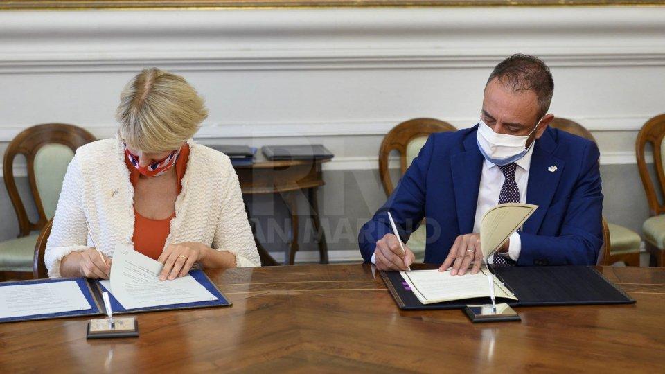 La firma dei memorandum