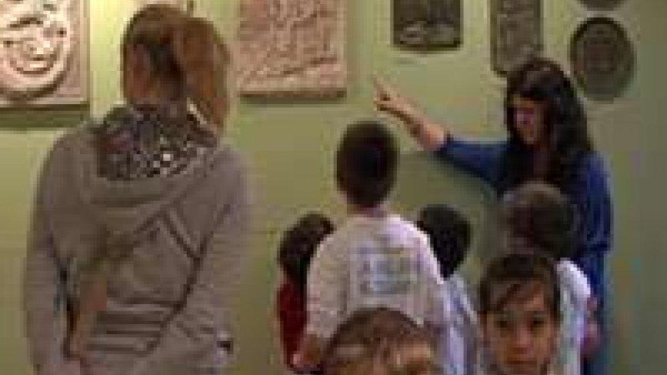 Lezioni fuori dall'aula tra ambiente e cultura. Per i bimbi delle scuole sammarinesi è stata una mattinata insolitaLezioni fuori dall'aula tra ambiente e cultura. Per i bimbi delle scuole sammarinesi è stata una mattinata insolita