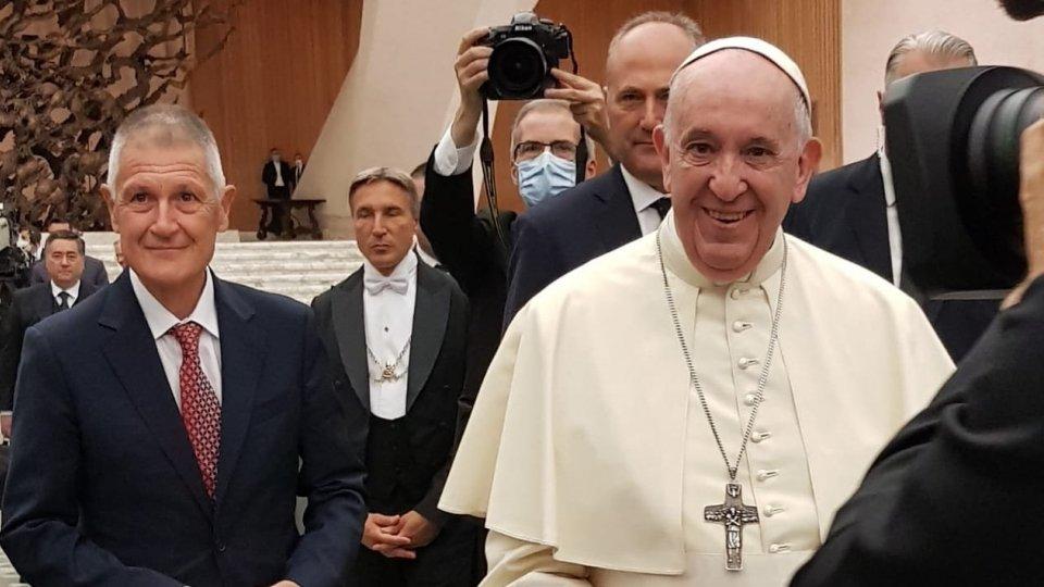 Il Presidente della Fondazione Banco Farmaceutico Sergio Daniotti e Papa Francesco