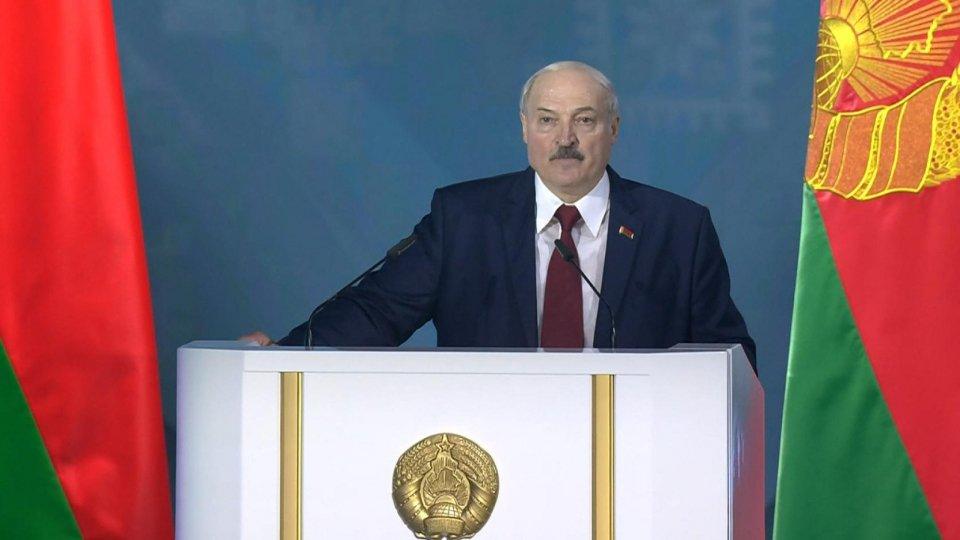 Lukashenko ha giurato in segreto per il sesto mandato. L'opposizione annuncia proteste a oltranza