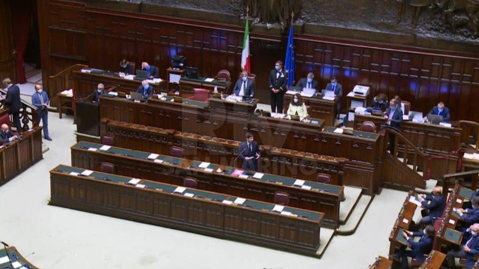 """Il ministro Speranza illustra il nuovo Dpcm alla Camera: """"L'Italia sta meglio di altri Paesi, non vanifichiamo tutto"""""""