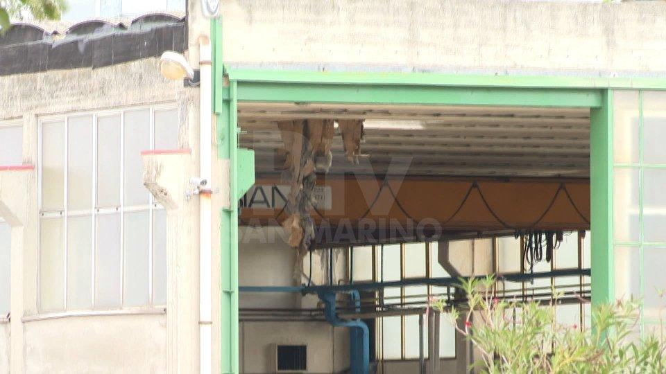 San Giovanni in Marignano: operaio precipita dal tetto di una azienda