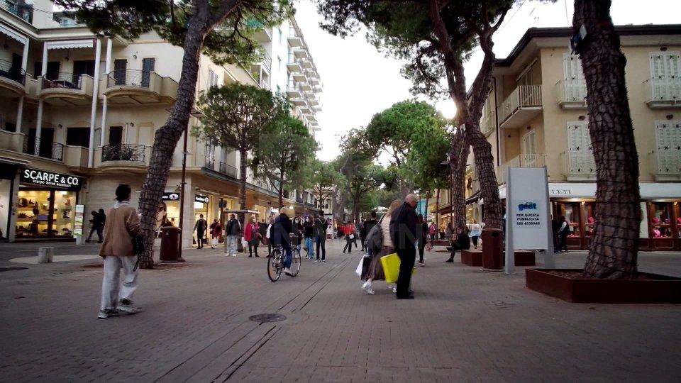 Covid: clienti troppo vicini, chiuso locale a Riccione