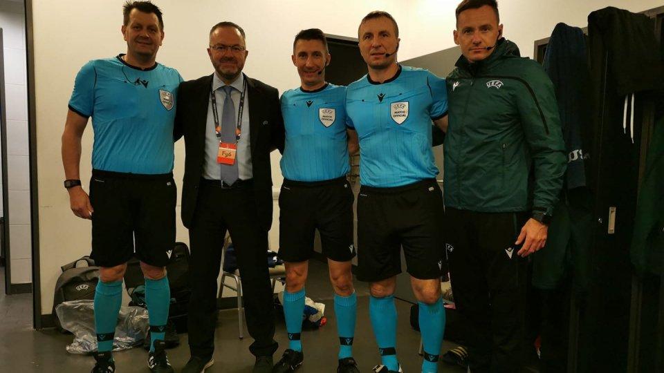 Stefano Podeschi insieme agli arbitri della partita Ucraina-Spagna di Nations League (foto FB)