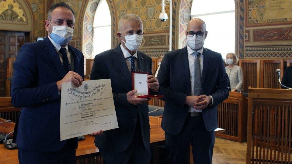Segreteria Sanità: Il Commissario Straordinario Dottor Massimo Arlotti ha ricevuto stamattina l'onorificenza dell'Ordine di Sant'Agata