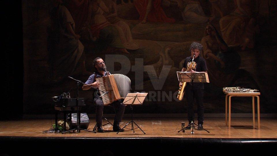 """Viaggio musicale """"in tutte le direzioni"""" con il duo Marzi-Zanchini"""
