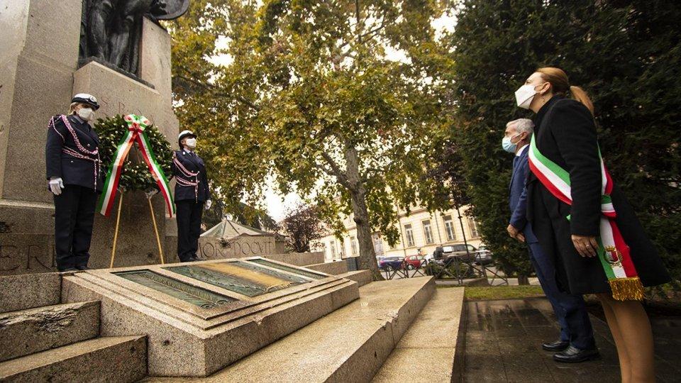 'Giorno dell'Unità Nazionale e Giornata delle Forze Armate': la sobria celebrazione per il 4 Novembre, con la deposizione delle corone