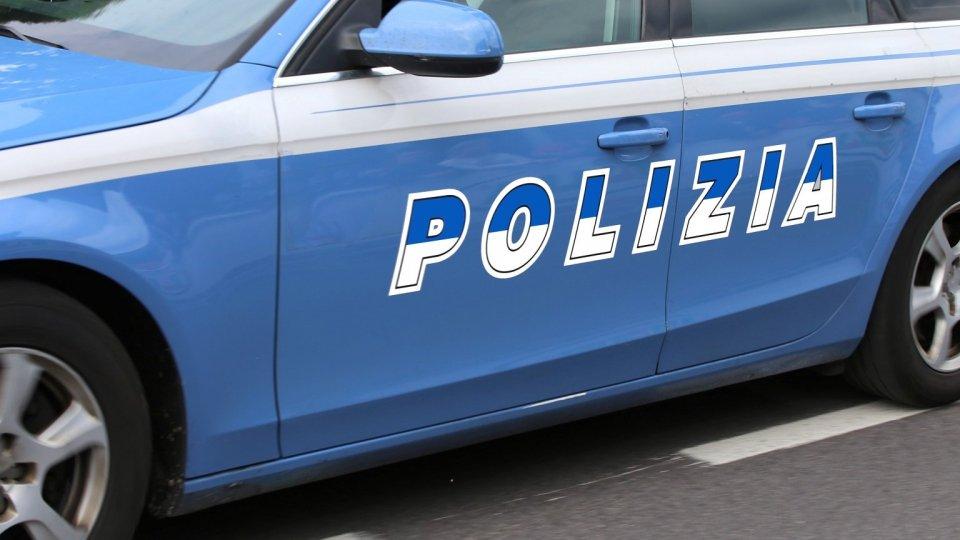 Attirano 'cliente' prostituta e lo rapinano, 3 arresti