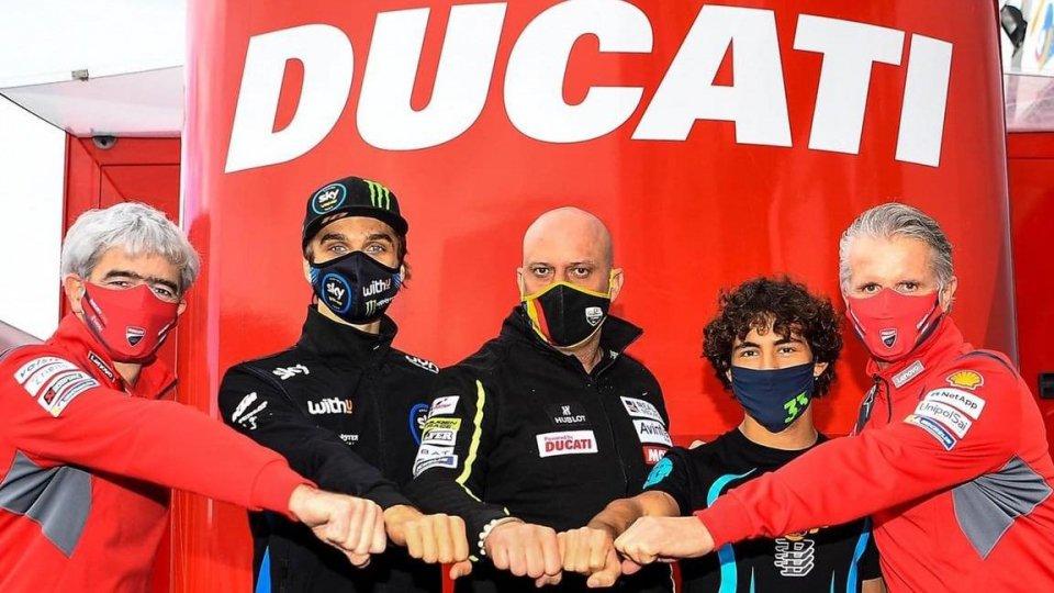 Nella foto: Gigi Dall'Igna, Luca Marini, Raul Romero, Enea Bastianini e Paolo Ciabatti (Foto FB Bastianini)