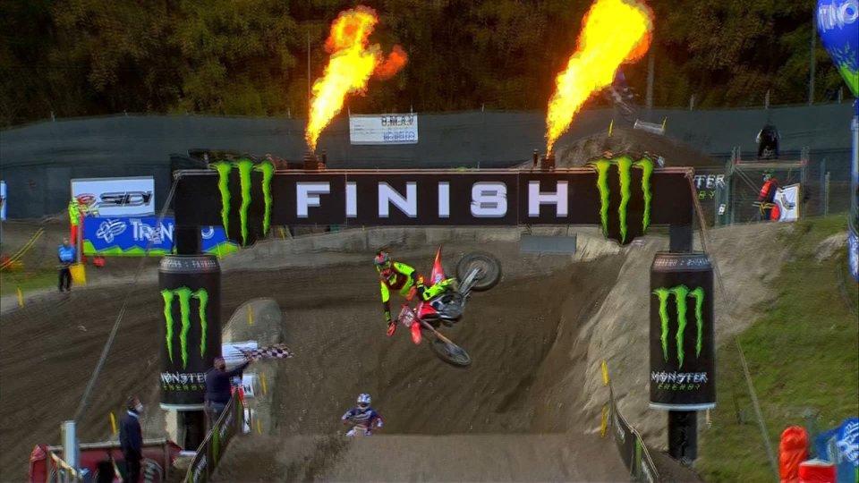 MXGP: Tony Cairoli cade e chiude terzo il mondiale vinto da Gajser