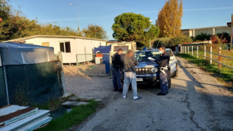 Coriano: controlli straordinari Polizia nel campo nomadi di via Colombarini