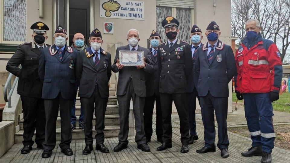 """L'Associazione Carabinieri in Congedo di Rimini consegna all'Avvocato Cesare Brancaleoni l'attestato di """"Socio Benemerito"""""""
