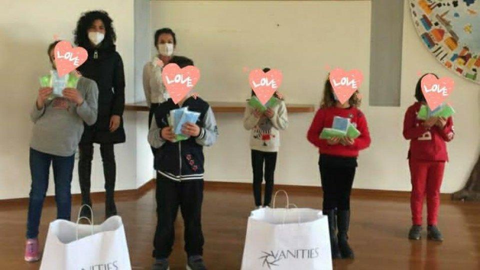 """1000 mascherine per i bambini della Scuola Elementare """"La Quercia""""  dal negozio Vanities"""