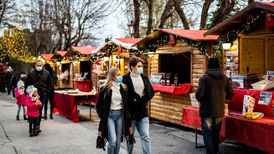 Il Natale delle Meraviglie Mercatini e non solo: le caratteristiche baite e le attività commerciali del centro storico offrono scintillanti idee per lo shopping delle feste