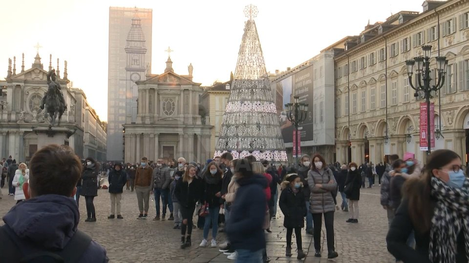 Italia: ipotesi zona rossa nazionale dal 24 dicembre al 3 gennaio nei festivi e prefestivi