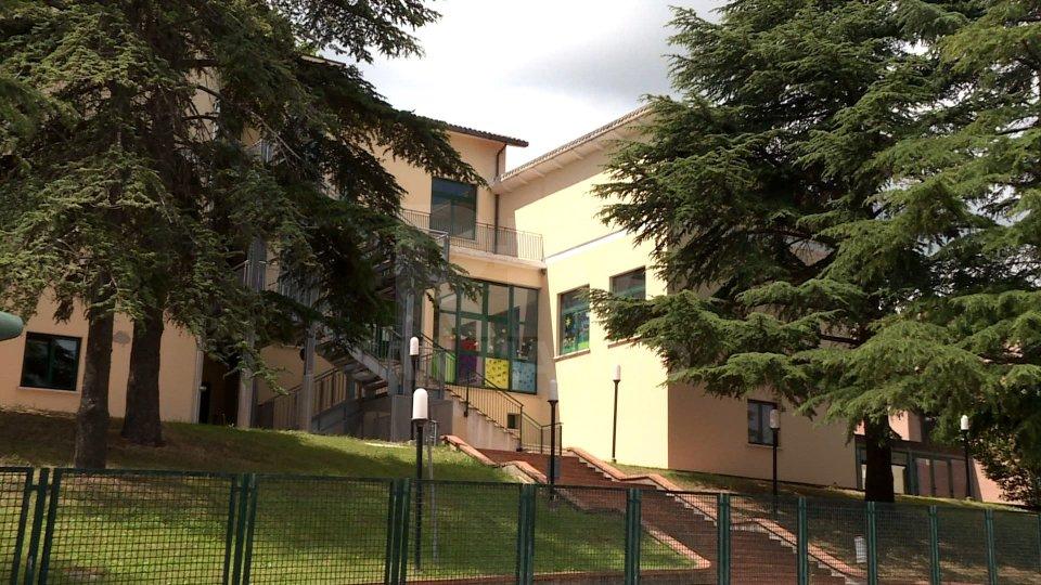 Le scuole di Montegiardino ringraziano la Giunta uscente e Marlù per la donazione di una LIM