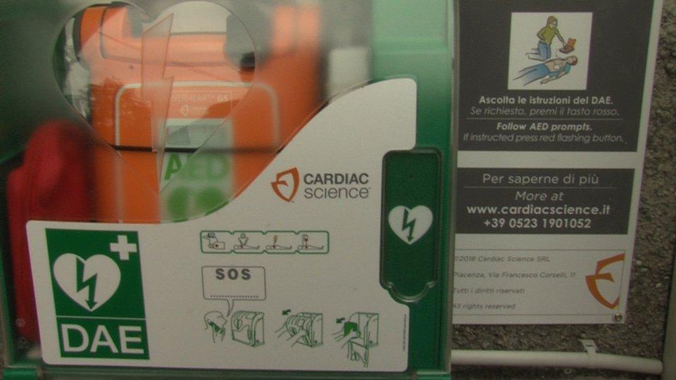 Due nuovi defibrillatori per le scuole superiori di Città e per le scuole di Montegiardino
