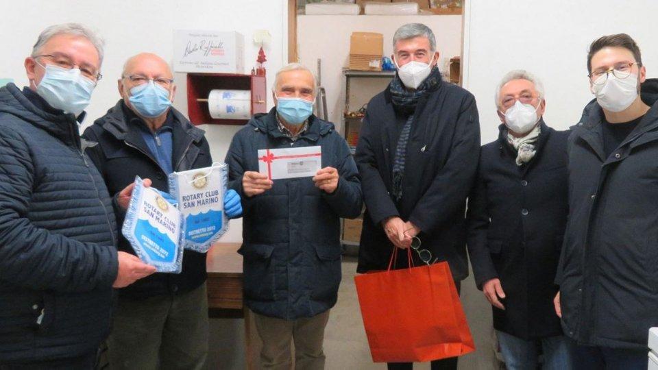 Il Rotary Club San Marino dona carte prepagate Conad alla Caritas Diocesana