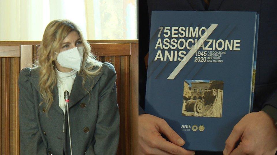 La presidente Neni Rossini in udienza e il libro di ANIS